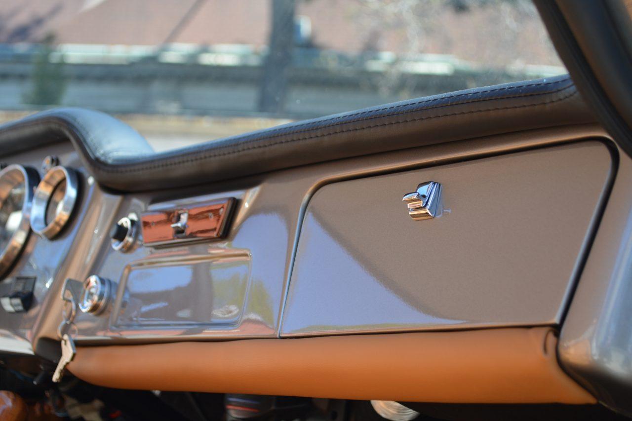 Fiat 1500 oldtimer - deska rozdzielcza Tapicerstwo Bielsko