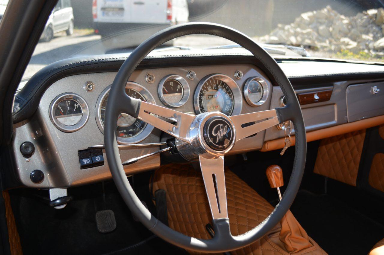 Fiat 1500 oldtimer - kierownica i zegary